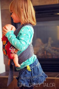 Ginger Snap Crafts: Toddler Baby Doll Carrier from The Crazy Tailor {contributor} Baby Dolls For Toddlers, Toys For Girls, Baby Doll Carrier, Baby Kind, Diy Doll, Sewing For Kids, Trendy Baby, Baby Wearing, Girl Dolls