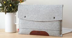 "Pack & Smooch Laptop Sleeve ""Hampshire""   iLounge + Mac"