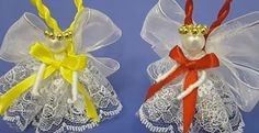 This video tutorial shows you how to make sweet little Christmas Angel Ornaments for your Christmas tree. You can also use this same technique to make a larger tree topper.