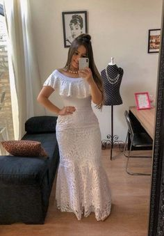 A imagem pode conter: 2 pessoas, pessoas em pé e área interna Pink Prom Dresses, Trendy Dresses, Elegant Dresses, Evening Dresses, Casual Dresses, Casual Outfits, Lace Dress Styles, African Lace Dresses, African Fashion Dresses