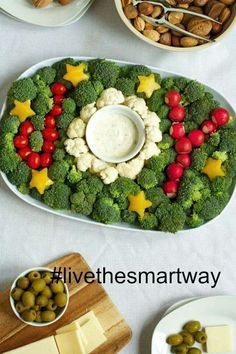 Veggie Tray for the Holidays Keep holiday snacks healthy & festive with this joyful vegetable plate!Keep holiday snacks healthy & festive with this joyful vegetable plate! Holiday Snacks, Christmas Snacks, Xmas Food, Christmas Appetizers, Christmas Cooking, Holiday Recipes, Holiday Parties, Winter Parties, Healthy Christmas Party Food