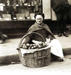 Mrs Hunt , Who sold apples for 40 years at the corner of Wood Street, Cheapside, London - 25 October 1923