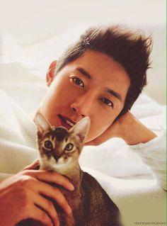 Kim Hyun Joong 김현중 ♡ and cat ♡ adorable ♡ Kpop ♡ Kdrama ♡ (*゚▽゚*)♡