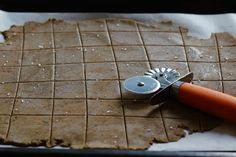 Crackers de Romero y Merquén - SOW, Seeds Of Wellness Crackers, Seeds, Healthy Recipes, Pretzels, Grains, Cookie
