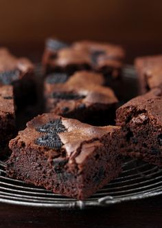 Cookies and cream fudge brownies Gladly gilding the lily with these cookies and cream brownies that tick all the chocolatey boxes. Tray Bake Recipes, Brownie Recipes, No Bake Desserts, Delicious Desserts, Yummy Food, Cake Recipes, Cooking Recipes, Fudge Brownies, Chocolate Brownies