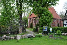 Aquarell malen in Middelhagen im Süd Osten Rügens | Kirche von Middelhagen (c) Frank Koebsch