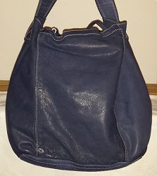 - shopper - first quality full grain leather - dark blue (natural pigment 'tinto in capo') - Floor = Made in Italy - 2 open full-length inside pockets -. Leather Backpack, Fashion Online, Backpacks, Handbags, Blue, Shopping, Leather Book Bag, Totes, Leather Backpacks