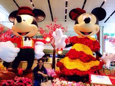 LNY 2015. SG. Disney's couple made of real flowers. Spring time! #throwback #MYtravelboard #SG #SingaporeInsiders #2ndhome #iheartSG