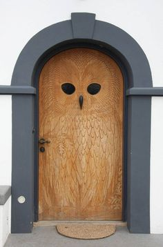 This wood owl door has so much personality. But also needs some plants/flowers flanking the doorway. Knobs And Knockers, Door Knobs, The Doors, Windows And Doors, Owl Door, Unique Doors, Closed Doors, Doorway, Architecture