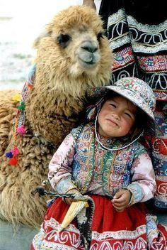 La gente Quechua son personas indígenas en Los Andes. Hablan la lengua Quechua y viven en Perú, Ecuador, Bolivia, Chile, y Colombia #SouthAmericaTravelPoster
