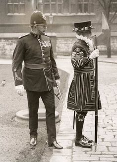Tower of London. 1934  Such a vibrant and interesting history the British Iles have.....