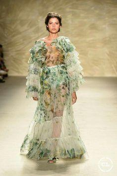 @mariaelenavillamil #mujereseneljardin #romanticismo #feminidad #vibroconlamoda #colombiamods2017 🍃👏🍃👏🍃👏🍃 Game Of Thrones Characters, Victorian, Dresses, Fashion, Romanticism, Women, Vestidos, Moda, Fashion Styles
