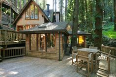 Enchanting home in a canyon creekside setting (Mill Valley, CA)
