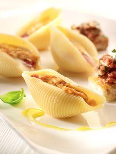 Gevulde pastaschelpen met kaassaus (bekijk video) - Njam Tv - Chiara van Emrik !
