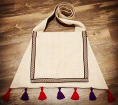 century inspired trapezoidal bag with tabletwoven trim by Racaire's Workshop - based on period artwork Tablet Weaving, Hand Weaving, Cotton Thread, Cotton Fabric, Colored Weave, 14th Century, Bag Making, Period, Tassels