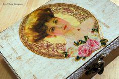 cutie lemn 10,5x15x5,5 cm; pictura acrilice, tehnici (decoupage hartie orez  si shabby chic), dantela lucrata manual.