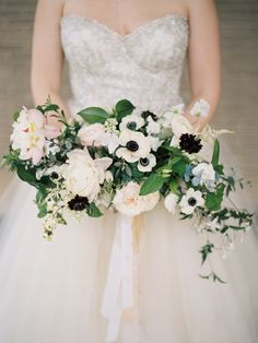 I like big bouquets. And I cannot lie. Actually, I don't know why I would lie, since I'm not alone in my love for the bigger the better the more beautiful the bouquet. Oversize statemen…