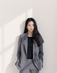 Hollywood Actress Kim Tae Ri Photos for Frontrow Spring Summer Classy Work Outfits, Classy Casual, City Outfits, Kpop Outfits, Suit Fashion, Girl Fashion, Suits Korean, Effortlessly Chic Outfits, Cute Korean Girl