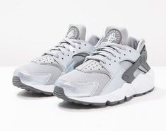 premium selection 2aff6 e3e89 Tendance Chaussures 2017  2018   Description Nike Sportswear AIR HUARACHE  RUN Baskets basses wolf grey