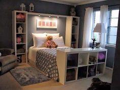 Schlafecke mit Regalen und Bett :)