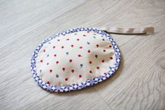 Rounded Zipper Pouch - Sewing Pattern & Tutorial; case,  coin purse, DIY Diy Coin Purse, Coin Purse Tutorial, Small Coin Purse, Bag Patterns To Sew, Sewing Patterns Free, Sewing Tutorials, Eid Stickers, Diy Home Accessories, Small Sewing Projects