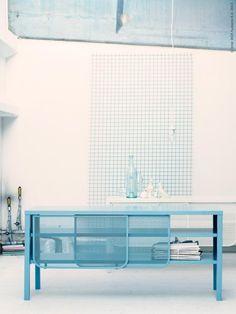 Nyhet! NITTORP TV-bänk i pulverlackat stål finns i turkos, vitt och grått.