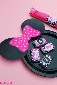 Free printable Minnie Mouse plate ears, plus personalized party printables from Chickabug