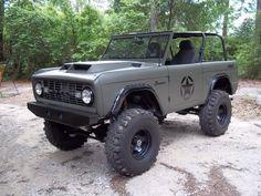 Ford : Bronco Custom Sport Utility in. my girls future play toy Old Ford Bronco, Bronco Truck, Early Bronco, Jeep Truck, 4x4 Trucks, Cool Trucks, Bronco Ii, Small Trucks, Custom Trucks