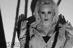 GLAMOUR  #glamour #fotografia #blackandwhite #czarnobiale #blonde #blondynka #woman #kobieta #look #spojrzenie #eyes #oczy #lips #usta #classy #zklasa #photooftheday #follow #hushrushphoto #hushrush  www.hush-rush.com