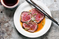 Tataki refers to beef or fish that is quickly seared over high heat, leaving the center very rare. It's one of my favorite Japanese appetizers. Indian Food Recipes, Asian Recipes, Beef Recipes, Cooking Recipes, Oriental Recipes, Japanese Appetizers, Gourmet Appetizers, Ceviche, Sashimi