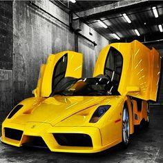 Damn! That Ferrari Enzo looks good!