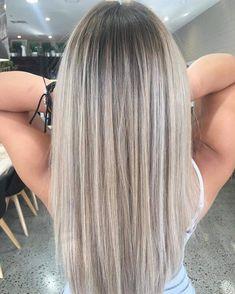 Lange haare aschblond