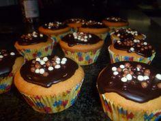 Vanilla cupcakes with chocolade topping and sugar balls
