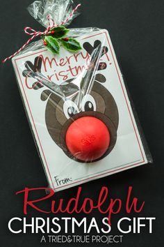 Super cute Rudolph printable for packaging EOS lip balms. Would also be cute with a bouncy ball for little ones (youd probably have to tape the ball in place, though).