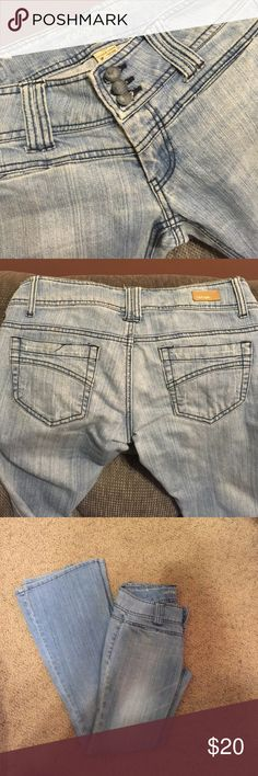 Refuge Jeans Size 7 $9 Refuge Flate Jeans Size 7 Light Denim $9 refuge Jeans Flare & Wide Leg