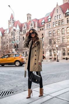 If you're always pressed for time to get dressed, here are some easy ways to look chic even when you're busy. You can easily take your style from bland. Blank Denim, Burberry Trench Coat, Red Louboutin, Fashion Outfits, Womens Fashion, Fashion Edgy, Fashion Styles, Look Chic, Hermes Birkin