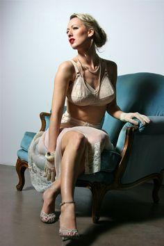 lingerie rétro années 40 Costume, Centre, Table, Beautiful, Tops, Women, Fashion, Retro Lingerie, Dress Code