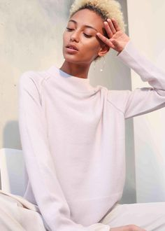 Made from 100% cashmere, a beautiful super soft relaxed loose sweater with ribbed neck and ribbed hem & cuffs for a luxurious finish.    #cashmere #luxury #fashion Loose Sweater, Cashmere Sweaters, Cuffs, Luxury Fashion, Ss, Turtle Neck, Model, How To Wear, Beautiful