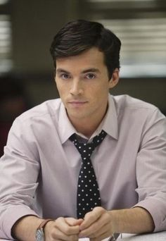 Let's take a minute to admire the sexiness that is Ian Harding. Or, as I like to call him, Ezra Fitz. #PrettyLittleLiars