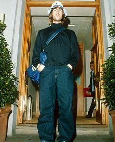 Liam Gallagher: il fan più affezionato al cappellino della Kangol - ModernAut Gene Gallagher, Lennon Gallagher, Liam Gallagher Oasis, Oasis Live, Oasis Style, Liam And Noel, Ropa Hip Hop, Damon Albarn, Britpop