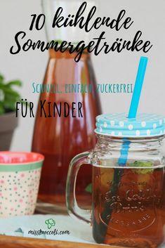 Sommergetränke, Sommerdrinks, Eistee, Mocktails, Smoothies - diese 10 Rezepte sind für Kinder, Schwangere, und alle, die es gerne alkoholfrei möchten im Sommer geeignet. Perfekt zur Abkühlung im Garten. Jedes Rezept ist zuckerfrei, gesund, und lecker.  #sommer #rezept #kinder #sommerdrink #schwanger #alkoholfrei #zuckerfrei #mocktails #eistee Foodblogger, Mason Jars, Mugs, Tableware, Smoothies, Design, Vegan Recipes For Kids, Best Healthy Recipes, Vegetarische Rezepte