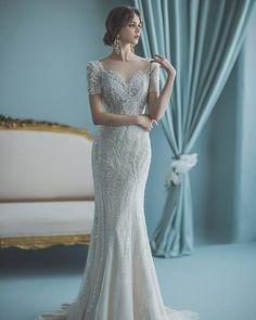 15 Elegant Wedding Dresses to Effortlessly Show Your Curves Classic Wedding Dress, Wedding Dress Styles, Dream Wedding Dresses, Bridal Dresses, Wedding Gowns, Skinny Wedding Dress, Modern Filipiniana Gown, Filipiniana Wedding, Marie