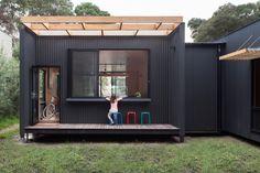 Sustainable prefab beach house in Blairgowrie by Archiblox | Designhunter - architecture & design blog