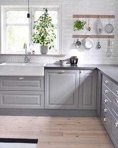 Kitchens - Browse, Plan & Design - an in Depth Anaylsis on What Works - bucurieacasa Boho Kitchen, New Kitchen, Kitchen Decor, Kitchen Design, Kitchens Without Upper Cabinets, Kitchen Cabinets, Luxury Kitchens, Home Kitchens, Kitchen Interior