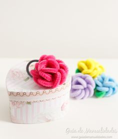 Rosas con limpiapipas para el cabello Embroidery Thread, Creative Inspiration, Fabric Flowers, Handicraft, Diy Crafts, Kids, Box Packaging, Packaging, Craft
