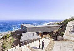 LAND Arquitectos han diseñado esta vivienda en la región de Valparaiso, Chile, pensada para atrapar y enmarcar impresionantes vistas del Océano Pacífico. http://www.disenoyarquitectura.net/2014/10/casa-atrapa-vistas-land-arquitectos.html #arquitectura