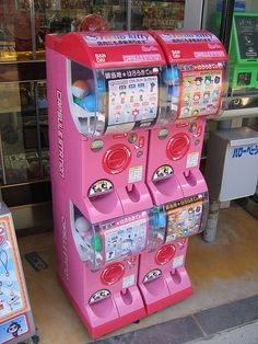 i don't think i would mind living in japan with stuff like this lining the streets!