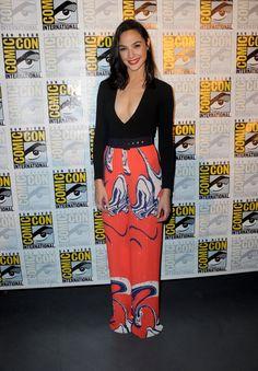 Pin for Later: Ne Manquez Pas les Looks Vus à Comic-Con 2016 Gal Gadot Portant une tenue signée Solace London.