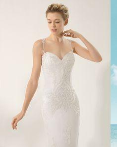 ROSA CLARÁ SOFT 2016 Modelo VICTORIA Vestido de encaje y pedrería en color natural.