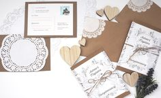 Hochzeitseinladungen im Vintagestil mit viel Liebe zum Detail, Spitze und Kraftpapier selber basteln. Hier geht's zur Anleitung.